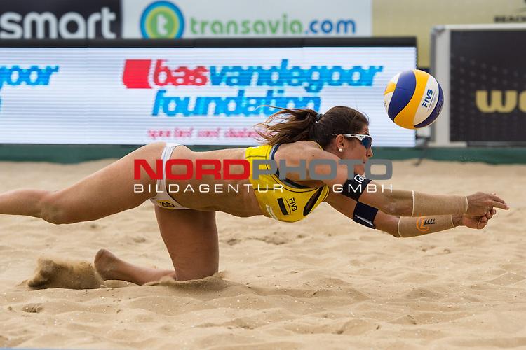 19.07.2014, Den Haag, Beach Stadion Scheveningen<br /> FIVB Transavia Grand Slam, Halbfinale<br /> <br /> Abwehr Maria Antonelli (#2 BRA)<br /> <br />   Foto &copy; nordphoto / Kurth