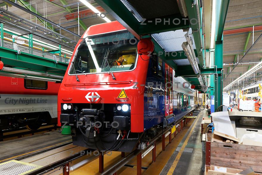 Aussenaufnahme einer DPZ Re 450 Lokomotive waerend der Modernisierung von DPZ zu DPZPlus im IW Olten am 28. November 2011.Foto: Zvonimir Pisonic Copyright © 2010 SBB CFF FFS