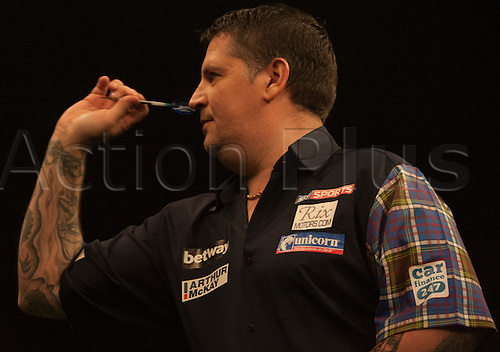 07.04.2016. The Sheffield Arena, Sheffield, England. Betway PDC Premier League Darts. Night 10.  Gary Anderson [SCO] in action against Phil Taylor [ENG]