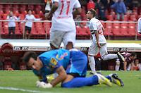 SÃO PAULO, SP, 26 DE JANEIRO DE 2013 - CAMPEONATO PAULISTA - SÃO PAULO x ATLÉTICO SOROCABA: Jogador Cañete (c) comemora gol durante São Paulo x Atlético Sorocaba, partida válida pela 3ª rodada do Campeonato Paulista de 2013, disputada no estádio do Morumbi em São Paulo. FOTO: LEVI BIANCO - BRAZIL PHOTO PRESS.