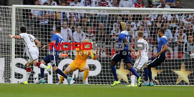 DFB Freundschaftsl&auml;nderspiel, Deutschland vs. USA<br /> Mesut &Ouml;zil (Deutschland), Brad Guzan (USA)<br /> <br /> Foto &copy; nordphoto /  Bratic