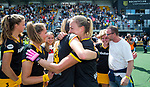 DEN BOSCH - Maartje Paumen (Den Bosch)  met Pien Sanders (Den Bosch) en links Rosa Fernig,  , die haar laatste wedstrijd speelde voor Den Bosch,  ,  na    de finale van de EuroHockey Club Cup, Den Bosch-UHC Hamburg (2-1) .  .COPYRIGHT  KOEN SUYK