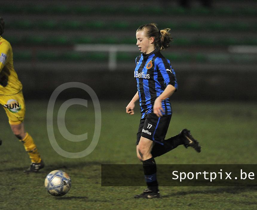 Club Brugge Dames - WB Sinaai Girls : Yana Haesebroek aan de bal.foto DAVID CATRY / Vrouwenteam.be