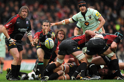 26.09.2010 Aviva Premiership Saracens v Northampton Saints from Vicarage Road...Saracens's Neil de Kock passes the ball