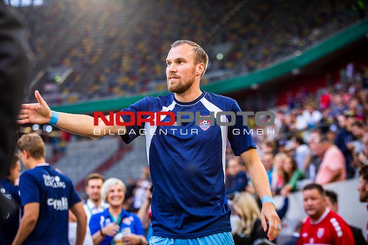 09.08.2019, Merkur Spiel-Arena, Düsseldorf, GER, DFB Pokal, 1. Hauptrunde, KFC Uerdingen vs Borussia Dortmund , DFB REGULATIONS PROHIBIT ANY USE OF PHOTOGRAPHS AS IMAGE SEQUENCES AND/OR QUASI-VIDEO<br /> <br /> im Bild | picture shows:<br /> Kevin Grosskreutz (KFC Uerdingen #6) auf dem Weg zum Spielfeld, <br /> <br /> Foto © nordphoto / Rauch