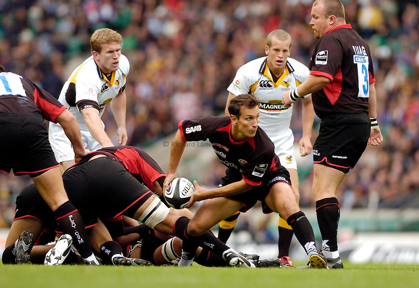 Photo: Leigh Quinnell..Saracens v London Wasps. Guinness Premiership. 02/09/2006. Alan Dickens passes for Saracens.
