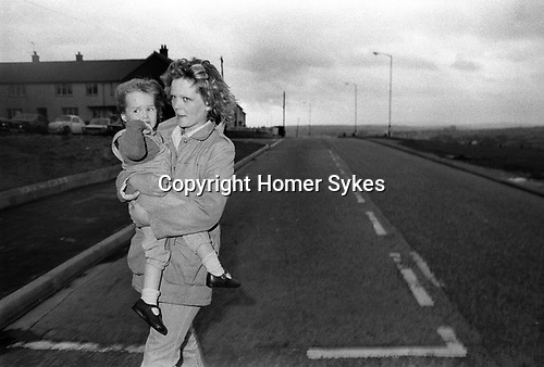 Lorraine Gilmour with daughter, wife of supergrass Raymond Gilmour.  Derry Creggan estate, Northern Ireland Londonderry.  1983.