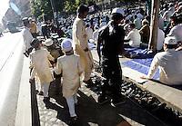 Musulmani prendono parte alla preghiera dell'Eid-al-Fitr per celebrare la fine del Ramadan, in piazza Vittorio, Roma, 10 settembre 2010..Muslim children take part in the Eid-al-Fitr prayer which marks the fasting month of Ramadan, in Rome, 10 september 2010..UPDATE IMAGES PRESS/Riccardo De Luca