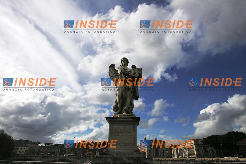 Ponte Sant'Angelo. Statua...Roma, 22 Novembre 2010...Photo  Serena Cremaschi Insidefoto..........