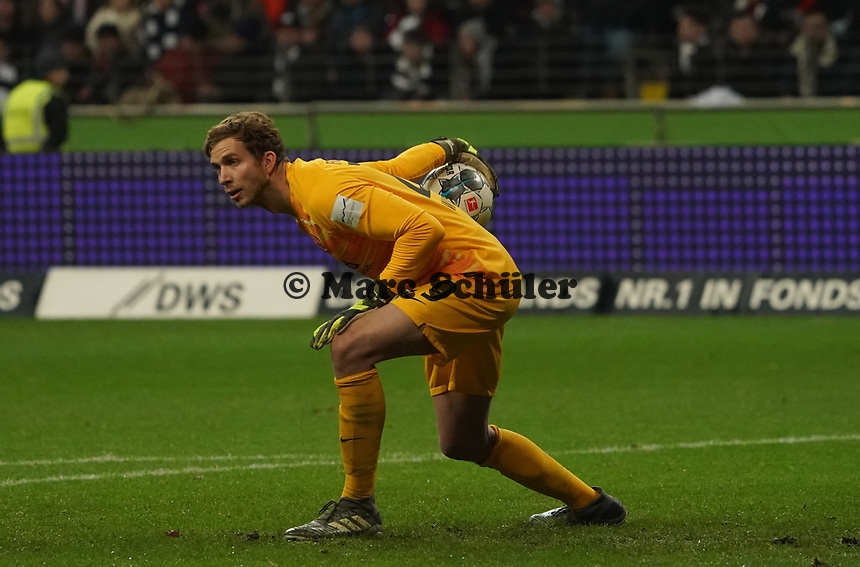 Torwart Felix Wiedwald (Eintracht Frankfurt) - 18.12.2019: Eintracht Frankfurt vs. 1. FC Koeln, Commerzbank Arena, 16. Spieltag<br /> DISCLAIMER: DFL regulations prohibit any use of photographs as image sequences and/or quasi-video.