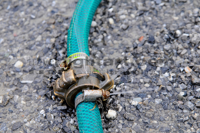 Wasserschlauch, Wasser, Wasserverschwendung, Verbindungsstück, Schaan, Liechtenstein