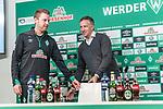 04.02.2019, Weserstadion, Bremen, GER, DFB-Pokal, PK SV Werder Bremen<br /> <br /> im Bild <br /> Florian Kohfeldt (Trainer SV Werder Bremen), Frank Baumann (Geschäftsführer Fußball Werder Bremen) verschieben Stühle,  <br /> bei PK / Pressekonferenz vor dem DFB-Pokal Auswärts-Spiel gegen BVB Borussia Dortmund, <br /> <br /> Foto © nordphoto / Ewert
