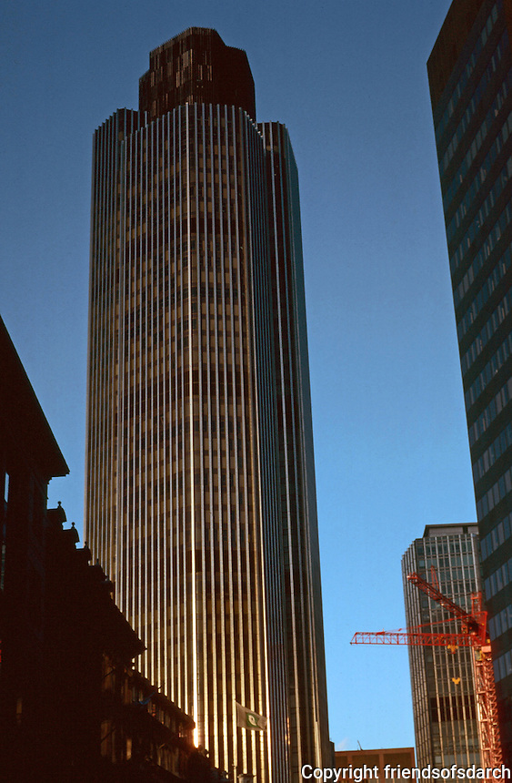 London: National Westminster Bank Tower.  Richard Seifert, 1981. 600 ft. high. Photo '90.