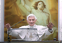 Angelus Benedict XVI from summer residence in Castel Gandolfo, July 8, 2012