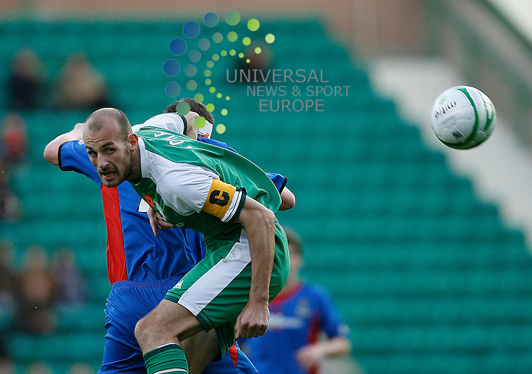 Hibernian v  Inverness Caley Thistle  SPL Season 2008/09 ..08/11/08..Hibs Rob Jones wins the header  during  this weekends  Scottish Premier League match between Hibernian FC and Inverness Caley Thistle FC. At Hibs Easter Road  Stadium,  Edinburgh today...Picture by Mark Davison/ Universal News & Sport.....All pictures must be credited to www.universalnewsandsport.com.(0ffice) 0844 884 51 22. ........... .