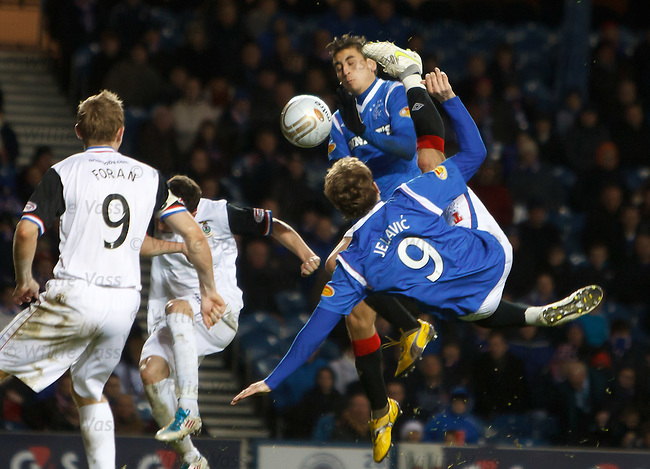 Nikica Jelavic tries one of his trademark overhead kicks