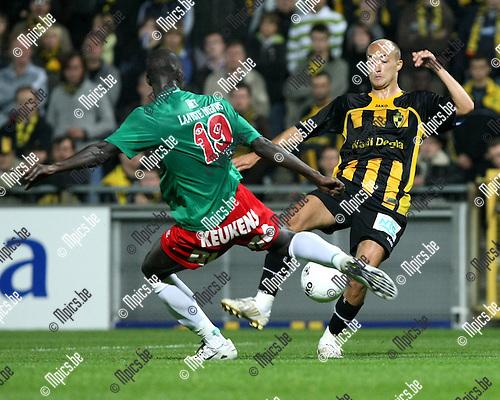 2008-09-20 / Voetbal / Lierse SK - KV Oostende / Khalifa Sankare (L) met Nderim Nedzipi van Lierse..Foto: Maarten Straetemans (SMB)