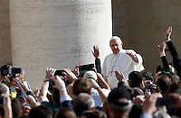 Papa Francesco tiene l'udienza generale del mercoledi' in Piazza San Pietro, Citta' del Vaticano, 1 aprile 2015.<br /> Pope Francis waves to faithful as he arrives for his weekly general audience in St. Peter's Square at the Vatican, 1 April 2015.<br /> UPDATE IMAGES PRESS/Isabella Bonotto<br /> <br /> STRICTLY ONLY FOR EDITORIAL USE