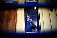 """Kirkenes, Norge, 08.02.2012. Morten Traavik snakker med Der Speigel på telefon. Den 1. februar 2012 lastet kunstner Morten Traavik opp en videosnutt på You Tube av Nord-Koreanske ungdommer som spiller A-Ha hiten """"Take on Me"""" på trekkspill. En uke etter ha over en million mennesker sett videoen. En delegasjon Nord-Koreanere er i Kirkenes i forbindelse med festivalen """"Barents Spetakel"""". Foto: Christopher Olssøn"""