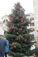 Weihnachtsbaum in der Altstadt von Dubrovnik - 25.11.2017: Dubrovnik mit der Costa Deliziosa
