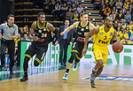 "13.04.2019, EWE Arena, Oldenburg, GER, easy Credit-BBL, EWE Baskets Oldenburg vs medi Bayreuth, im Bild<br /> hinter dem Gegner laufen <br /> De`Mon BROOKS (medi Bayreuth #24 ) Gregor HROVAT (medi Bayreuth #15 ) William""Will"" CUMMINGS (EWE Baskets Oldenburg #3 )<br /> Foto © nordphoto / Rojahn"