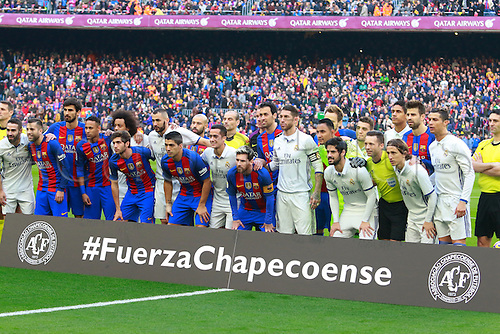 03.12.2016 Nou Camp, Barcelona, Spain.  La Liga football.  1 minutes silence and tribute for the people lost in the aircrash for Brazilian team Chapecoense before the game between  Barcelona and Real Madrid at Camp Nou