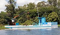 SAO PAULO, SP - 22.03.2017 - NOSSA GUARAPIRANGA - Vista da Represa do Guarapiranga na manh&atilde; desta quarta-feira (22), dia mundial da &aacute;gua, na zona sul de S&atilde;o Paulo. A represa recebeu barreiras econl&oacute;gicas para conter lixo e passa por um servi&ccedil;o de limpeza intensiva por parte da Sabesp, programa que foi batizado como &quot;Nossa Guarapiranga&quot;, programa piloto que ira se extender por todo sistema h&iacute;drico no Estado de S&atilde;o Paulo.<br /> <br /> (Foto: Fabricio Bomjardim / Brazil Photo Press)