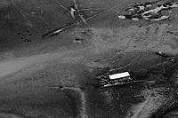 MANAUS AM 25 10 2010 RECORDE VAZANTE- SECA AMAZONAS. Vista do leito seco de lago no municipio de Iranduba, próximo a  Manaus, onde o rio Negro ontem marcou a maior vazante da história. Hoje o nível do rio subiu 2 centímetros e marca 13,65 metros. A Defesa Civil do Amazonas começou a distribuição de kits de alimentação em 6 comunidades da região do Médio Solimões, serão 130 toneladas em 6 nas comunidades mais iisoladas onde só é possível chegar por meio de helicóptero do Exercito. A operação será feita pelo 4o_ Batalhão de Aviação do Exército BAVEX em comunidaes de Tefé, Alvarães e Uarini.  (Foto Alberto Cesar Araujo)