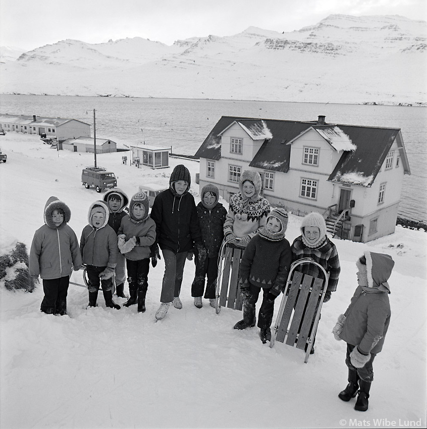 Krakkar &iacute; vetrarstu&eth;i &aacute; F&aacute;skr&uacute;&eth;sfir&eth;i, 1970<br /> <br /> Winter fun for youngsters in F&aacute;skr&uacute;&eth;sfj&ouml;r&eth;ur, 1970.