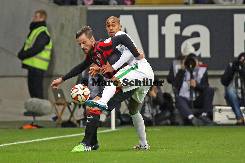 Haris Seferovic (Eintracht) gegen Theodor Gebre Selassi (Werder)  - Eintracht Frankfurt vs. SV Werder Bremen, Commerzbank Arena