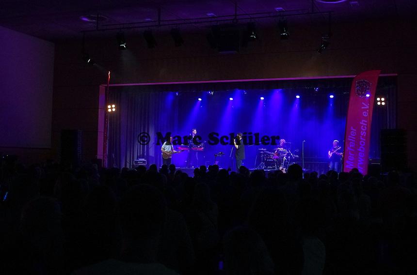 Orange Box XXL tritt zur Kerberöffnung auf - 18.10.2019: Kerberöffnung in Mörfelden