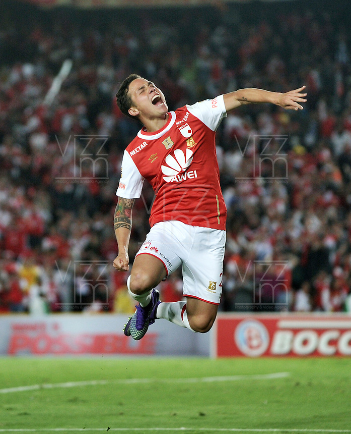 BOGOTA - COLOMBIA - 23-03-2016: Luis Seijas, jugador de Independiente Santa Fe celebra el gol anotado a Atletico Junior, durante partido aplazado por la fecha 4 entre Independiente Santa Fe y Atletico Junior, de la Liga Aguila I-2016, en el estadio Nemesio Camacho El Campin de la ciudad de Bogota. / Luis Seijas, player of Independiente Santa Fe, celebrates a scored goal to Atletico Junior, during a postponed match of the date 4 between Independiente Santa Fe and Atletico Junior, for the Liga Aguila I -2016 at the Nemesio Camacho El Campin Stadium in Bogota city, Photo: VizzorImage / Luis Ramirez / Staff.
