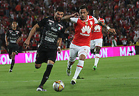 BOGOTÁ -COLOMBIA-28-MAYO-2016.Guido Di Vanni (Der.) de Santa Fe   disputa el balón con Franklin Lucena (Izq.) del Once Caldas  durante partido por la fecha 20 de Liga Águila I 2016 jugado en el estadio Nemesio Camacho El Campin de Bogotá./ Guido Di Vanni (R) of Santa Fe  fights for the ball with Franklin Lucena (L) of Once Caldas  during the match for the date 20 of the Aguila League I 2016 played at Nemesio Camacho El Campin stadium in Bogota. Photo: VizzorImage / Felipe Caicedo / Staff
