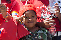 CARACAS - VENEZUELA 08-03-2013, Un niño seguidor de Chávez espera durante el funeral de  estado. El lider y  presidente de Venezuela, Hugo Chávez Frías, falleció el pasado martes 5 de marzo de 2013 a causa de un cancer a la edad de 58 años./ A boy supporter of Chavez waits during the state funeral. The leader and president of Venezuela, Hugo Chavez Frias who died by cancer the past March 5th of 2013 at the age of 58. Photo: VizzorImage / CONT