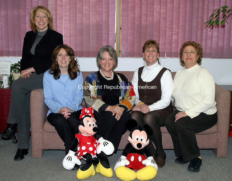 Torrington, CT- 23 MARCH 2005- 032305DA04.JPG - Goshen Permier Travel. L-R (owner) Deena Ardrighetti, (travel consultants) Tracy Quinn, Linda Perkins, Tina Hanlon, and Nellie NeJaime. For marketplace. Staff photo. Darlene Douty.