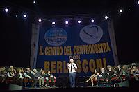 """PESCARA (PE) 05/02/2013: GIORGIO PANARIELLO A PESCARA CON IL SUO TOUR TEATRALE """"IN MEZZO A VOI"""". DIVERSE LE BATTUTE SUL TEMA ELETTORALE PER LE ELEZIONI POLITICHE 2013.  FOTO ADAMO DI LORETO"""