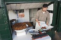 Afrique/Afrique du Nord/Maroc/Rabat: chez le patissier dans la médina - Chabakia ou Chebakia oreillettes au miel