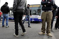 Alcuni manifestanti della protesta dei Forconi bloccano il traffico in Corso Vittorio Emanuele a Torino Torino 09/12/2013  Foto Stringer / Insidefoto