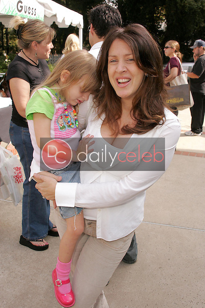 """Joely Fisher and daughter Skyler<br />at the W Hollywood Yard Sale Presented by Guess benefitting """"Clothes Off Our Back"""". Private Residence, Brentwood, CA. 09-17-05<br />Dave Edwards/DailyCeleb.Com 818-249-4998"""