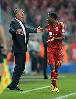 FUSSBALL  CHAMPIONS LEAGUE  HALBFINALE  HINSPIEL  2012/2013      FC Bayern Muenchen - FC Barcelona      23.04.2013 Trainer Jupp Heynckes (FC Bayern Muenchen) und David Alaba (FC Bayern Muenchen) emotional an der Seitenlinie