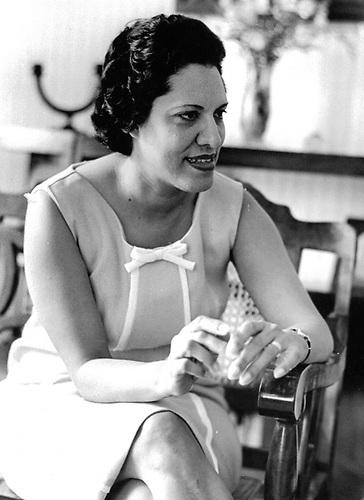 Maricusa Ornes, en casa de su madre Marina Coiscou. Santo Domingo, 1962