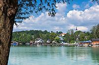Austria, Upper Austria, Salzkammergut, Seewalchen at Lake Attersee with parish church   Oesterreich, Oberoesterreich, Salzkammergut, Seewalchen am Attersee mit Pfarrkirche