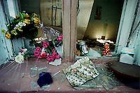 Beslan / Ossezia del Nord / Caucaso. 9/2004<br /> Tra le macerie della Scuola 1 di Beslan distrutta durante l'attacco di un gruppo di guerriglieri ceceni. Centinaia di bambini rimasero vittime dei combattimenti tra terroristi e forze speciali dell'esercito russo.<br /> Among the ruins of School 1, destroyed during the attack by a group of Chechen guerrillas. Hundreds of children were victims of fighting between terrorists and special forces of the Russian army.<br /> Photo Livio Senigalliesi