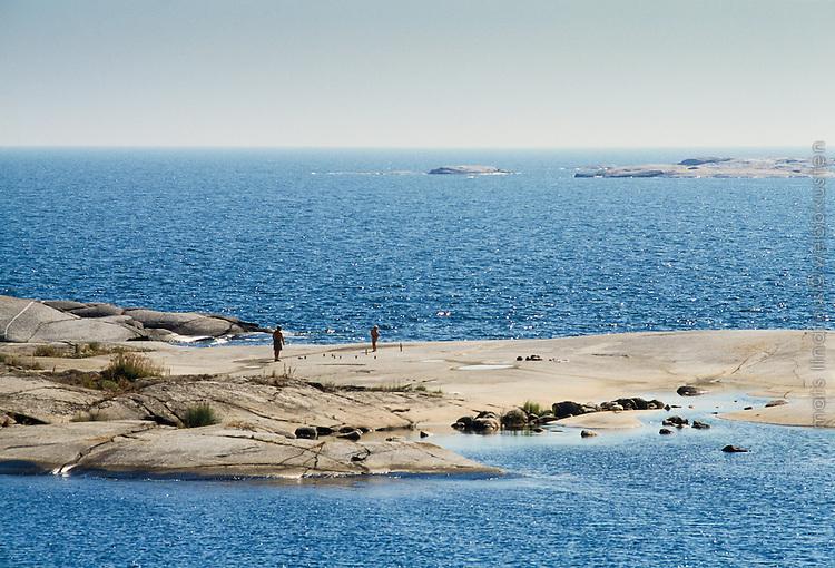 Boule spelas på Låg-Hallskär vid havet i Stockholms södra ytterskärgård
