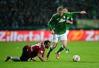 FUSSBALL   1. BUNDESLIGA   SAISON 2012/2013    20. SPIELTAG SV Werder Bremen - Hannover 96                           01.02.2013 Sergio Pinto (li, Hannover) gegen Kevin De Bruyne (re, SV Werder Bremen)