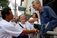 """David Stang conversa com membros da congregação de Notre Dame durante as manifestações em frente ao Tribunal de Justiça do Pará durante o julgamento do fazendeiro Regivaldo Pereira Galvão, o """"Taradão"""", acusado de ser o principal mandante da morte da missionária Dorothy Stang, ocorrida na manhã de 12 fevereiro de 2005, em Anapu, enfrenta hoje o Tribunal do Júri no Fórum Criminal de Belém.<br /> Belém Pará Brasil<br /> Paulo Santos<br /> 30 04 2010"""