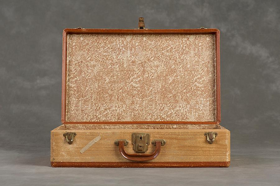 Willard Suitcases / Esbella E / ©2014 Jon Crispin