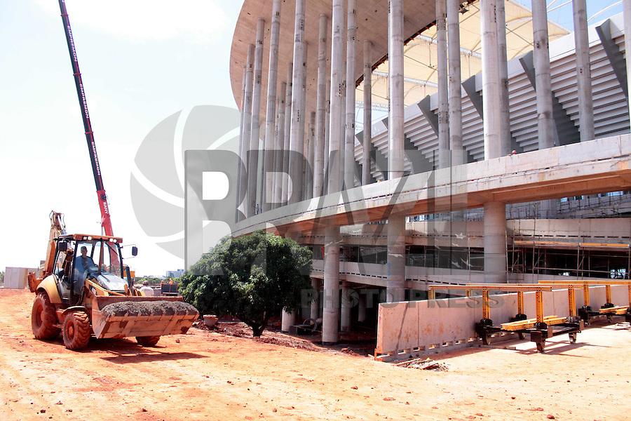 BRASÍLIA,DF 26 DE FEVEREIRO 2013 - OBRAS DO ESTÁDIO NACIONAL DE BRASÍLIA MANÉ GARRINCHA - Fase de acabamentos e retoques em todo o estádio Mané Garrincha nesta manhã de terça feira (26). FOTO: RONALDO BRANDAO/BRAZIL PHOTO PRESS