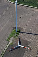 Windkraft Neubau: EUROPA, DEUTSCHLAND, NIEDERSACHSEN, (GERMANY), 24.09.2007: Wind, Windkraft, Windrad, Windmuehlen, Windgeneratoren, Windturbinen, alternative Energie, erneuerbar, Anlage, Windenergie, Windenergieanlage, WEA, Kraftwerk, Windkraftanlage, Windkraftwerk, Wind-Kraftwerk, regenerative Energiequelle, Energiebedarf, Ressourcen, elektrischer Strom, Stromerzeugung, Stromquelle, dezentrale Energieversorgung, Energiegewinnung, kommunal, Wirtschaft, Energiewirtschaft, Elektrizitaet, Industrie, Investition, Umwelt, umweltfreundlich, Umweltpolitik, Landschaft,  Feld, Rapsfeld, Rohstoff,  Oekologie, Ueberblick, Uebersicht, Deutschland, Windraeder, Windmuehlen, Elektrizitaet, Neubau, Aufbau, Montage, montieren, .c o p y r i g h t : .A U F W I N D - L U F T B I L D E R . de.G e r t r u d - B a e u m e r - S t i e g 1 0 2,.2 1 0 3 5 H a m b u r g , G e r m a n y .P h o n e + 4 9 (0) 1 7 1 - 6 8 6 6 0 6 9.E m a i l H w e i 1 @ a o l . c o m .w w w . a u f w i n d - l u f t b i l d e r . d e.K o n t o : P o s t b a n k H a m b u r g .B l z : 2 0 0 1 0 0 2 0  K o n t o : 5 8 3 6 5 7 2 0 9.C o p y r i g h t n u r f u e r j o u r n a l i s t i s c h Z w e c k e, keine P e r s o e n l i c h ke i t s r e c h t e v o r h a n d e n, V e r o e f f e n t l i c h u n g n u r m i t H o n o r a r n a c h M F M, N a m e n s n e n n u n g u n d B e l e g e x e m p l a r !.