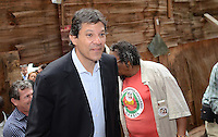 ATENÇÃO EDITOR: FOTO EMBARGADA PARA VEÍCULOS INTERNACIONAIS. SAO PAULO, 13 DE SETEMBRO DE 2012 - ELEICOES 2012 HADDAD - Candidato Fernando Haddad durante visita a ocupacao de edificio na Rua Martins Fontes por integrantes de movimentos de luta por moradia, na regiao central da capital, no inici da tarde desta quinta feira. FOTO: ALEXANDRE MOREIRA - BRAZIL PHOTO PRESS